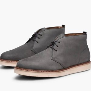 COLE HAAN mens Tanner Chukka gray suede